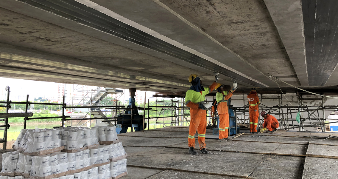 Jaguaré Bridge, a section of which sank by around two metres in November 2018, was opened to road traffic again in April 2019 after a possibly record-breaking repair time of just five months, thanks in part to MC's expertise.