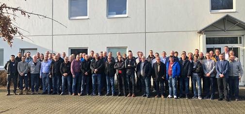 Third Ombran Conference: Photo shows the partici-pants gathered in front of MC's training centre in Bottrop.