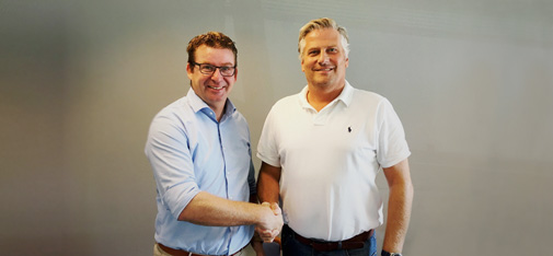 Handshake between the two managing directors of the newly founded company MC-Bauchemie Danmark ApS: Walter Devue (left) and Klaus Lebæk (right).